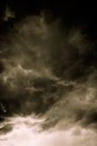 Grey Storm Clouds Filtered foncé Image libre de droits