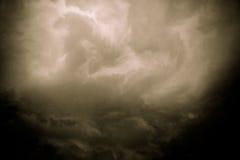 Grey Storm Clouds Filtered foncé image stock