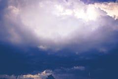 Grey Stormy Clouds Filtered foncé Image libre de droits