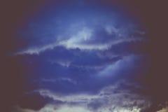 Grey Stormy Clouds Filtered foncé Photos stock