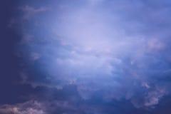 Grey Stormy Clouds Filtered foncé Images libres de droits