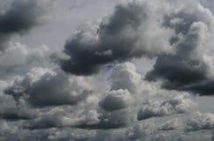 Grey Threatening Storm Clouds foncé photographie stock
