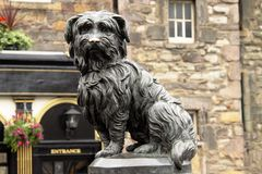 Greyfriars Bobby. The statue of Grefriars Bobby sits at the corner of Edinburgh's Candlemaker Row and George IV Bridge Stock Photos