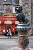 Greyfriars Bobby staty i Edinburg Arkivbild