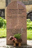 Greyfriars Bobby Tombstone i Edinburg Fotografering för Bildbyråer