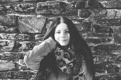 Greyscale портрет милой молодой женщины Стоковые Фото