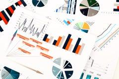Gráficos, cartas, estudio de mercados y fondo coloridos del informe anual del negocio, proyecto de la gestión, planeamiento del p Imagen de archivo
