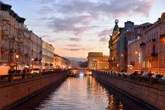 Griboedov运河的堤防晚上 免版税库存照片