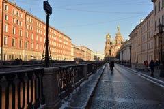 Griboedov kanal och frälsaren på blod Arkivbild