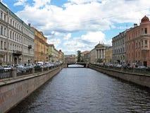 Griboyedov kanal i St Petersburg Historiska byggnader av St Petersburg Fotografering för Bildbyråer
