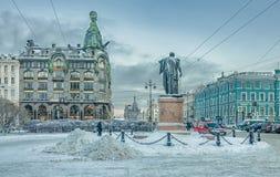 Griboyedovkanaal en Nevsky-vooruitzichtkruising Stock Afbeelding