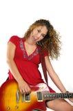 Grida della ragazza del chitarrista isolati Fotografia Stock
