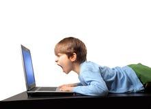 Gridando al computer portatile Fotografia Stock Libera da Diritti