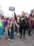 Gridando al ` s marzo delle donne Immagine Stock