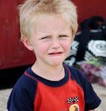 Gridare adorabile del ragazzo del bambino Fotografie Stock