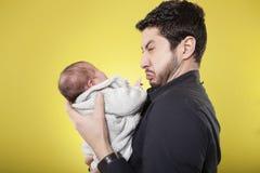 Gridare del figlio e del padre Fotografie Stock Libere da Diritti