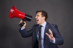 Gridare di profilo del megafono dell'uomo d'affari di altoparlante Fotografie Stock Libere da Diritti