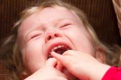 Gridare fine della neonata sul fuoco selettivo immagine stock libera da diritti