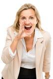 Gridare maturo della donna isolato su fondo bianco Immagini Stock