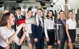Grido della donna di affari al megafono Fotografia Stock