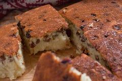 Grieß-Kuchen mit Rosinen Lizenzfreie Stockfotos