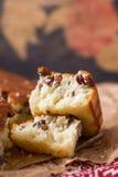 Grieß-Kuchen mit Rosinen Stockfotografie