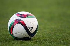 Grieche Superleague-Ball auf dem Feld Stockfotografie