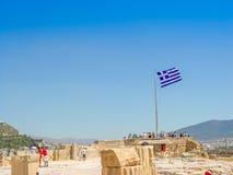 Griechenland-Flagge am Parthenontempel beim Acropoli Stockbilder