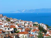 Griechenland, Skopelos-Insel, Skopelos-Stadt lizenzfreie stockbilder