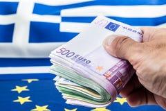 Griechenland und Europäerflaggen- und -Eurogeld Münzen und europäisches Währung der Banknoten frei lai Stockfoto