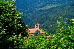 Griechisch-orthodoxe Kirche im Bergdorf, Griechenland stockbilder