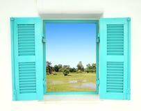Griechische Artfenster mit dem Land archiviert Stockfotos
