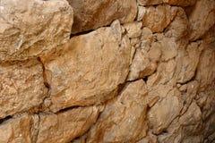Griechische Buchstaben auf alten Steinen von Acrocorinth Stockfotos