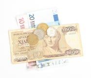 Griechische Drachme und Münzen und Eurobanknoten Lizenzfreie Stockfotos
