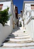 Griechische Inselstraßenszene Lizenzfreie Stockfotos