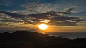 Griechische Küste von Ägäischem Meer bei Sonnenaufgang nahe heiligem Berg Athos Stockfoto