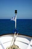 Griechische Markierungsfahne auf dem Meer Lizenzfreie Stockbilder