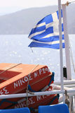 Griechische Markierungsfahne auf einem Boot Stockfotografie