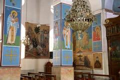 Griechische orthodoxe Innenbasilika von St George in der Stadt Madaba, Jordanien Stockfotos
