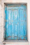 Griechische schäbige Tür stockfotografie