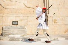 Griechische Soldaten Evzones, der in der Galauniform gekleidet wird, bezieht sich die auf Mitglieder der Präsidentenwache Stockbilder