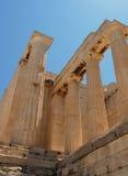 Griechische Spalten von unterhalb Lizenzfreie Stockfotografie
