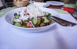 Griechische traditionelle Salatnahaufnahme lizenzfreies stockbild