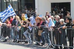 Griechische Unabhängigkeitstagparadezuschauer lizenzfreies stockfoto