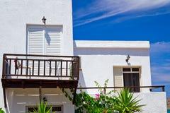 Griechische weiße Gebäude auf Kreta Stockfotos