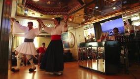 Griechischen Tanz zeigen - Griechenland stock footage