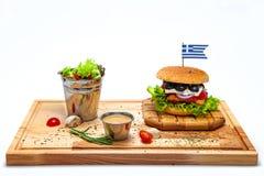 Griechischer Burger mit Salat Stockbilder
