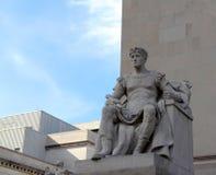 Griechischer Gott größer als Leben-Statue lizenzfreies stockbild