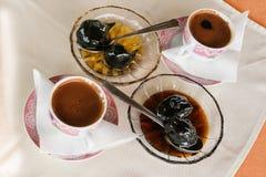 Griechischer Leben-Feigen-und Walnuss-Konserven-Kaffee Kazaviti Thassos Griechenland Stockbilder