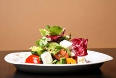Griechischer oder italienischer Salat stockfotos